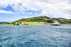 Typisch landschap van de Noorse kust Stock Foto's
