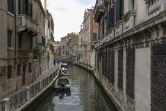 Typisch schilderachtig romantisch Venetiaans kanaal - Venetië, Italië Royalty-vrije Stock Afbeeldingen