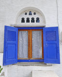 Typisch venster van Mediterraan eilandhuis Royalty-vrije Stock Afbeelding