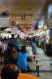Typisch voedselhof, Tekka-Markt in Weinig India Singapore Stock Afbeeldingen
