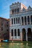 Typische alte Fassade entlang Gran-Kanal in Venedig, Italien Lizenzfreie Stockbilder