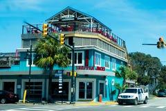 Typische amerikanische Strandgebäude am sonnigen Sommertag in Charleston stockfoto