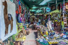 Typische artisanale markt in het Angelmo-district van Puerto Montt stock foto