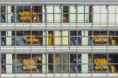 Typische Bürofassade in der Art des letzten Jahrhunderts in Bonn, die Form Lizenzfreie Stockfotos