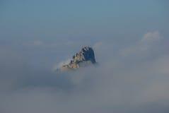 Typische berg in de wolken Stock Foto