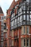 Typische Britse rode baksteenherenhuizen Stock Afbeelding