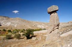 Typische Cappadocian-Landschaft - Stein-` Pilz `, Säulen des vulkanischen Felsens nahe Selime, die Türkei Lizenzfreie Stockbilder