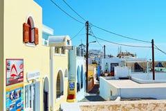 Typische commerciële straat Fira Santorini Griekenland stock afbeeldingen