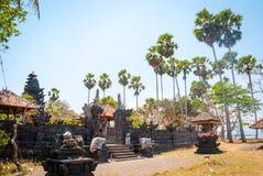 Typische Dächer des hindischen Tempels in Bali Stockfoto