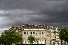 Typische de straatmening van Parijs, de zomerdag Stock Foto's