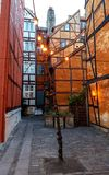 Typische Deense hoofdstraat met oude architectuur kleurrijke huizen, Kopenhagen, Denemarken stock fotografie