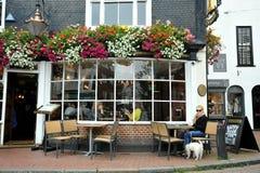 Typische Engelse bar in Brighton, Engeland Stock Afbeelding
