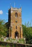 Typische Engelse dorpskerk met toren Royalty-vrije Stock Afbeelding