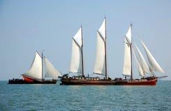 Typische Fischboote im Meer, die Niederlande Stockfotografie