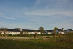 Typische flämische weiße Häuser Stockfotos