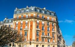 Typische Franse gebouwen in Vincennes-stad dichtbij Parijs royalty-vrije stock foto's