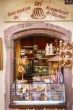 Typische Franse kruidenierswinkelopslag in de Elzas, Frankrijk royalty-vrije stock foto's
