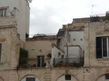Typische Gebäude in der Mitte von Lecce, Puglia, Süd-Italien lizenzfreies stockbild