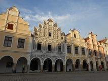 Typische gebouwen op het vierkant in Telc, Tsjechische Republiek stock afbeelding