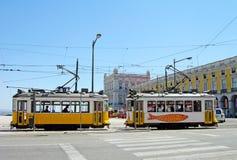 Typische gelbe Förderwagen in Lissabon im Stadtzentrum gelegen Lizenzfreies Stockbild