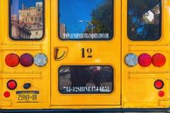 Typische gele de schoolbus van NYC in Manhattan, NYC Stock Afbeelding
