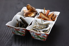 Typische getrocknete Nahrungsmittel für japanischen Suppenvorrat Lizenzfreie Stockbilder