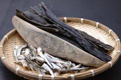 Typische getrocknete Nahrungsmittel für japanischen Suppenvorrat Stockfotos