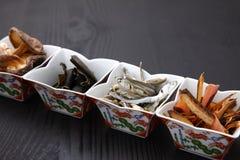 Typische getrocknete Nahrungsmittel für japanischen Suppenvorrat Lizenzfreie Stockfotografie
