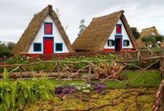 Typische Häuser in Santana, Madeira. lizenzfreies stockbild