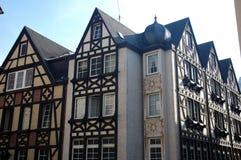 Typische helft-betimmerde Huizen in Duitsland stock foto's