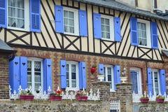 typische helft-betimmerde huizen in Normandië royalty-vrije stock afbeeldingen