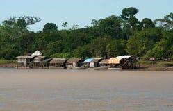 Typische huizen - rivieroever Stock Afbeeldingen
