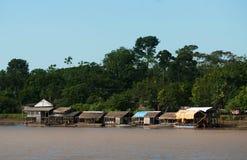 Typische huizen - rivieroever Stock Fotografie