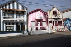 Typische huizen van Costa Nova, Aveiro, Portugal Stock Foto's