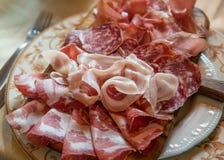 Typische Italiaanse salami royalty-vrije stock foto