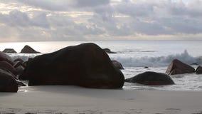 Typische Küste von Anse Lazio, Seychellen, mit Audio stock video footage