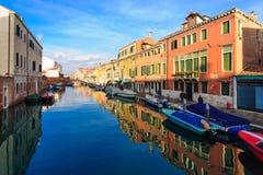 Typische kanaal en straatscène, Venetië Royalty-vrije Stock Foto's