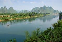 Typische karst topologie in de rivier van Li in China stock foto