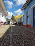 Typische keistraat in Cuba Stock Foto's