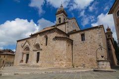 Typische kerk in Toscanië in d'Orcia van San Quirico stock foto