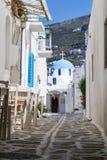 Typische kleine straat in Griekenland Royalty-vrije Stock Foto