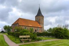 Typische landelijke kerk in Sleeswijk-Holstein, Duitsland Royalty-vrije Stock Foto's
