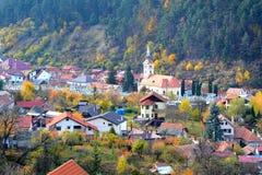 Typische Landschaft in der Stadt Brasov, aufgestellt in Siebenbürgen, Rumänien, Herbsteigenschaftsfarben Lizenzfreies Stockbild