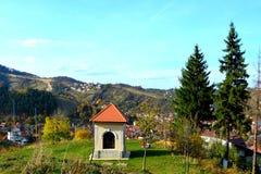Typische Landschaft in der Stadt Brasov, aufgestellt in Siebenbürgen, Rumänien, Herbsteigenschaftsfarben Stockfotos