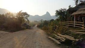 Typische Laos-Natur und -weise zum Abenteuer lizenzfreie stockbilder