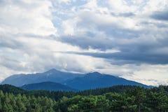 Typische natürliche ländliche Landschaft von Rumänien lizenzfreie stockfotos