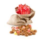Typische Nederlandse viering: Sinterklaas met verrassingen in zak en Royalty-vrije Stock Afbeeldingen