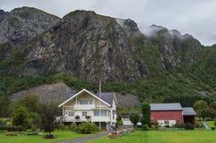 Typische norwegische Landschaft lizenzfreies stockbild