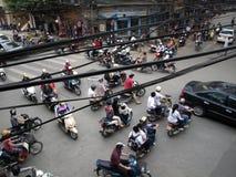 Typische opstopping op kruispunt in Hanoi Stock Foto's