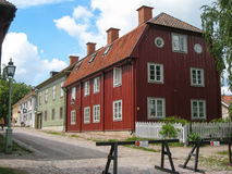 Typische oude blokhuizen. Linkoping. Zweden stock fotografie